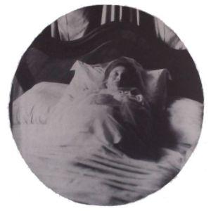 Fernande on her deathbed